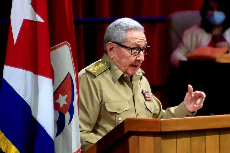 Raúl Castro anuncia aposentadoria e deixa comando do Partido Comunista de Cuba
