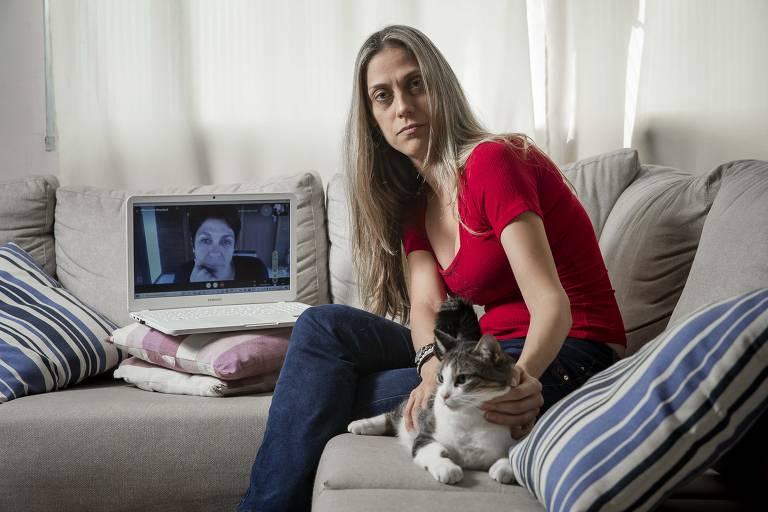 A contadora Michelle Bressani, 36 (junto com a irmã Alexandra, que mora em Florianópolis). Elas perderam os pais por Covid-19 num intervalo de 15 dias