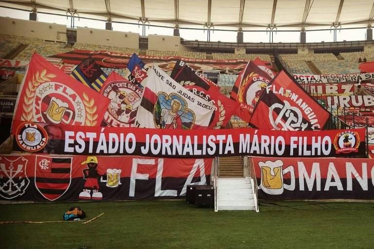 Faixa colocada no Maracanã por torcedores do Flamengo pede a manutenção do nome Mario Filho no estádio