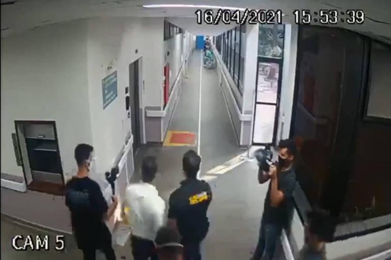 Imagens das câmeras de segurança mostram comitiva de parlamentares no Hospital Geral de Guarulhos