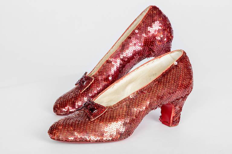 """Sapatos usados pela personagem Dorothy em """"O Mágico de Oz"""""""
