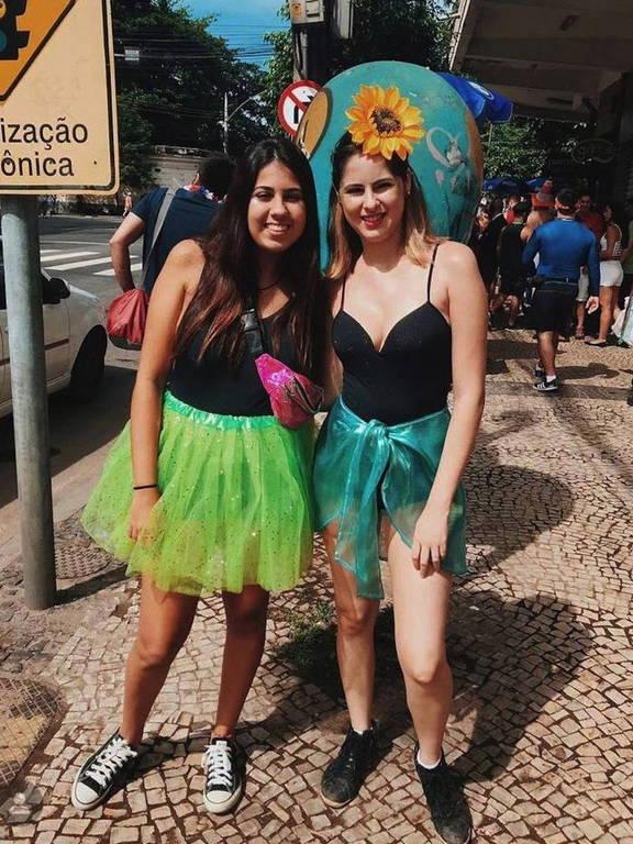 Larissa Spezani ao lado da irmã, Letícia; foto foi tirada no Carnaval de 2019, no dia anterior ao acidente