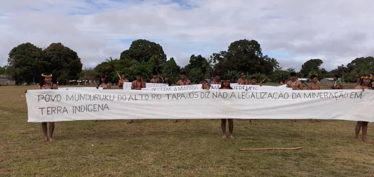 Índios protestam contra projeto de lei que libera mineração em aldeias