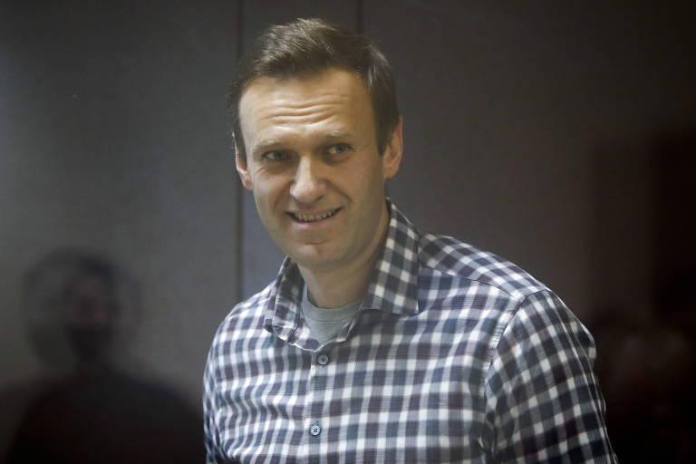 O opositor Alexei Navalni durante julgamento, em fevereiro