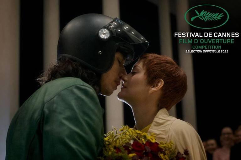 casal se beija
