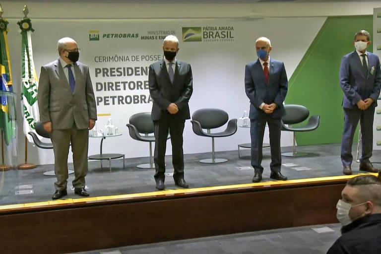 General Silva e Luna toma posse na Petrobras dizendo que desafio é conciliar consumidor e acionista
