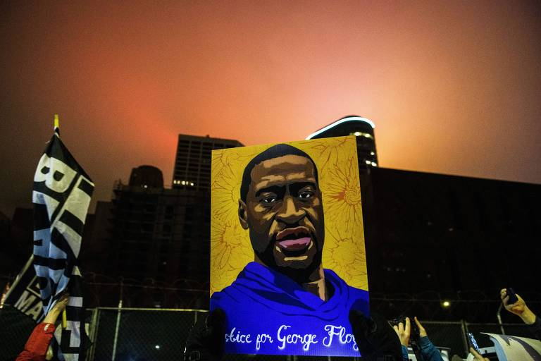 Manifestantes pedem justiça no julgamento da morte George Floyd, em Minneapolis