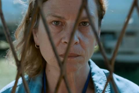 A atriz Jasna Djuricic em cena de 'Quo Vadis, Aida?', longa de Jasmila Zbanic sobre o massacre de Srebrenica de 1995, em que em que 8.000 homens e meninos muçulmanos foram assassinados pelas forças separatistas bósnias-sérvias, indicado ao Oscar de filme internacional em 2021