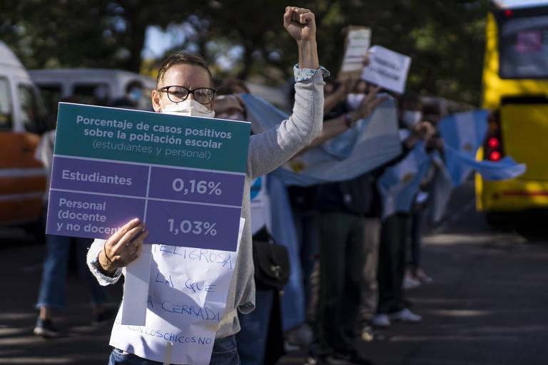 Pais de alunos de escolas privadas de Buenos Aires protestam contra a suspensão das aulas presenciais