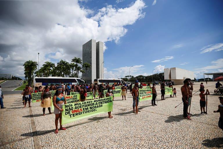 Dia do Índio com protesto em Brasília e Gabriel Medina na Austrália; veja imagens de hoje