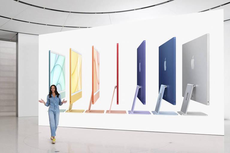 Colleen Novielli, gerente de produto da Apple, em apresentação dos lançamentos da companhia; evento foi transmitido de Cupertino, na Califórnia