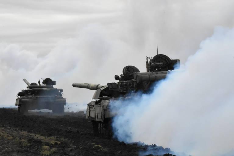 Tanques ucranianos fazem manobras perto de Donetsk
