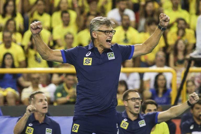 Renan vibra com o Brasil contra os Estados Unidos pela Liga das Nações