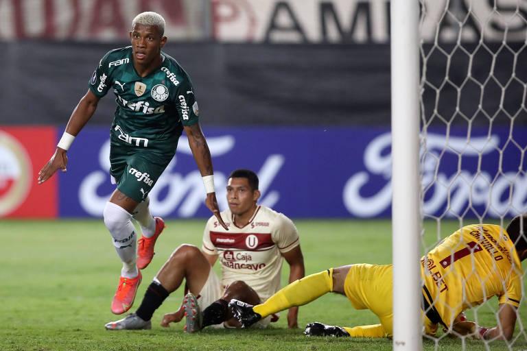 Danilo comemora gol do Palmeiras sobre o Universitario em partida pela Libertadores, no Peru