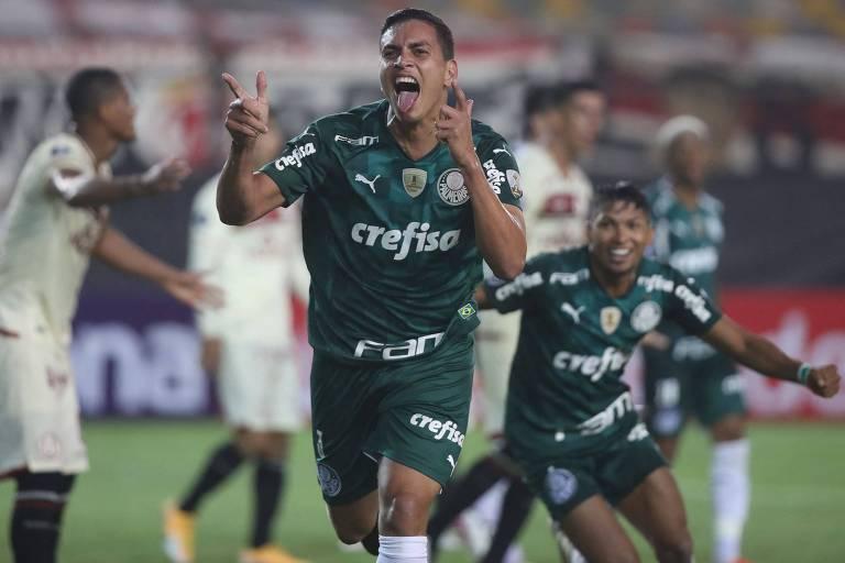 Zagueiro Renan comemora o seu gol, que deu a vitória ao Palmeiras pela Copa Libertadores