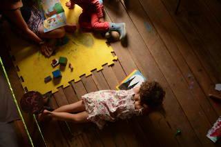 Crianças em ensino domiciliar