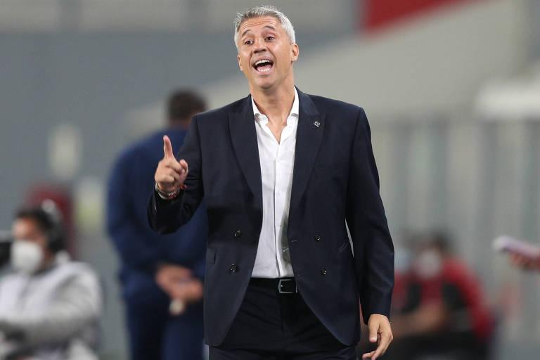 Crespo completará seu décimo jogo à frente do São Paulo nesta sexta, contra o Santo André