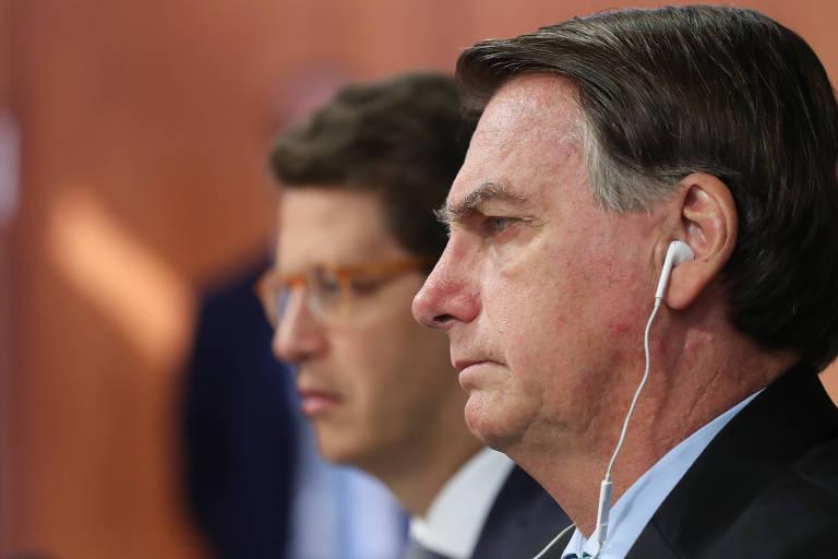 Ao lado de Ricardo Salles, o presidente Jair Bolsonaro discursa durante a Cúpula do Clima