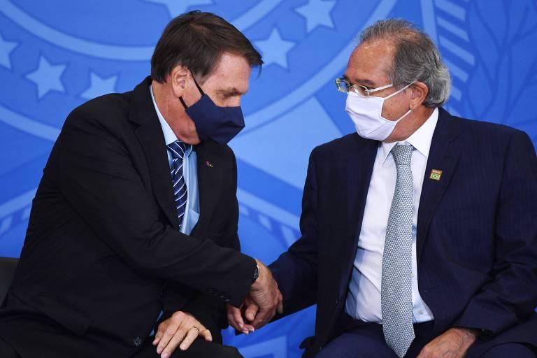 Presidente Jair Bolsonaro (sem partido) e ministro da Economia, Paulo Guedes; a equipe econômica pediu veto à proposta do Congresso para adiar novamente o prazo de entrega da declaração do IRPF