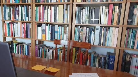 Biblioteca na qual o professor universitário Ricardo Gaiotto, da UFSC, dá aulas durante a quarentena