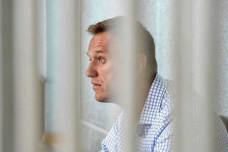 Líder opositor russo Alexei Navalni encerra greve de fome de 24 dias
