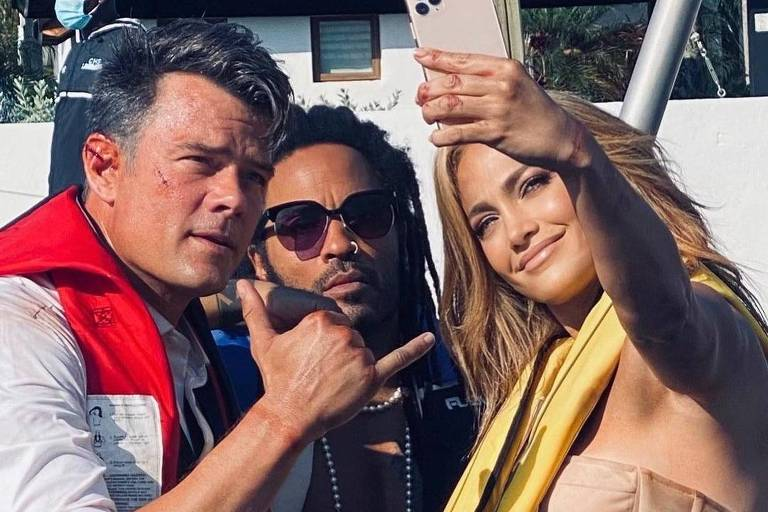 Josh Duhamel, Lenny Kravitz e Jennifer Lopez no set de filmagem de 'Shotgun Wedding'
