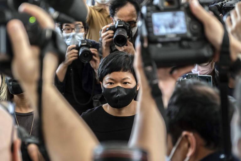 Choy Yuk-ling, produtora da Radio Tlevision Hong Kong, chega ao tribunal