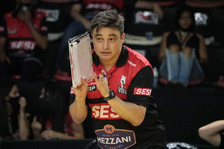 Rubinho, técnico de vôlei do time feminino Sesi-Bauru