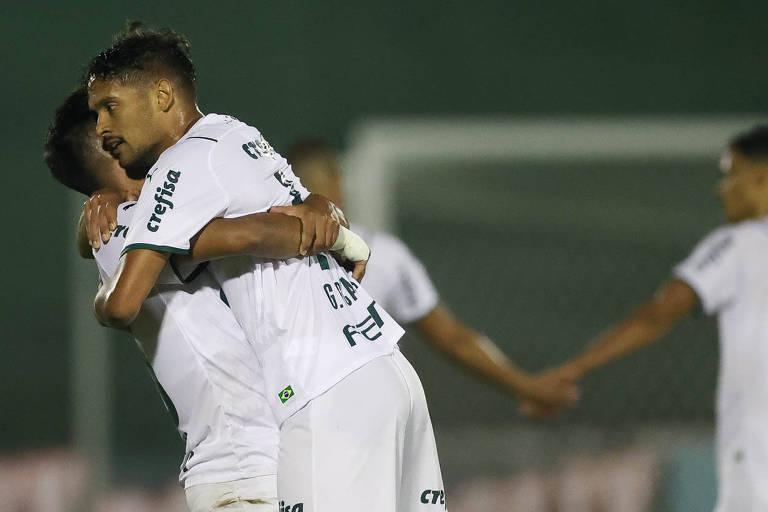 Gustavo Scarpa celebra gol do Palmeiras no triunfo diante do Guarani, no Brinco de Ouro da Princesa