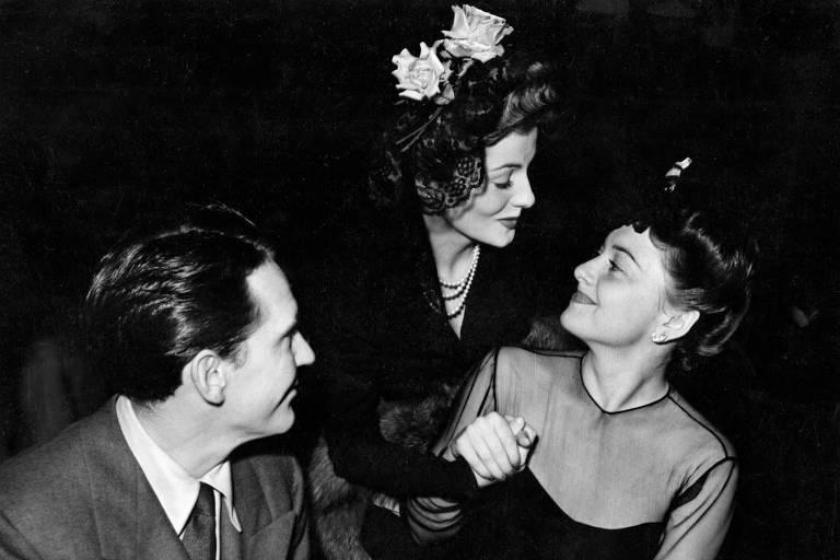 Joan Fontaine, com Burgess Meredith e Olivia de Havilland na 42 cerimônia do Oscar