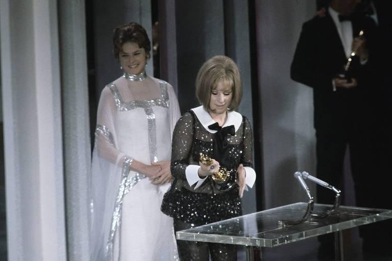 Barbra Streisand Best Actress winner for Funny Girl, with presenter Ingrid Bergman, 1969