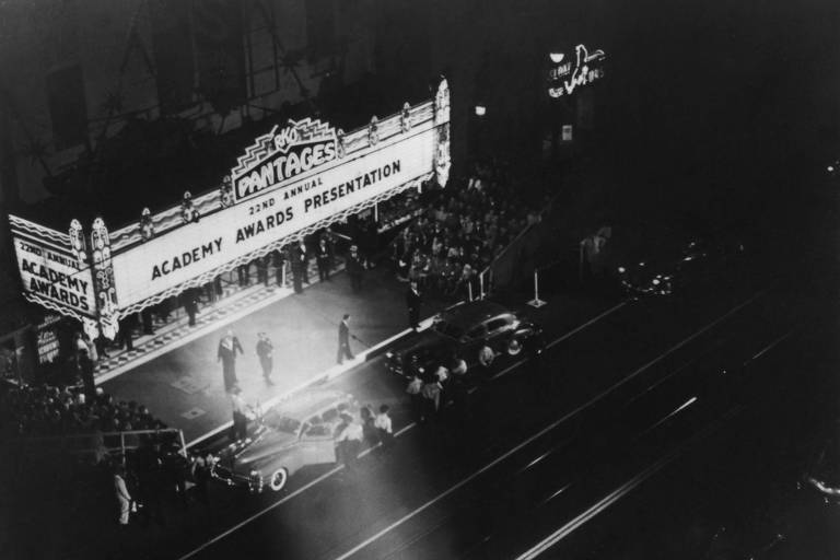 EXTERIOR OF THE PANTAGES THEATER, Outside the Academy Awards, em 1950
