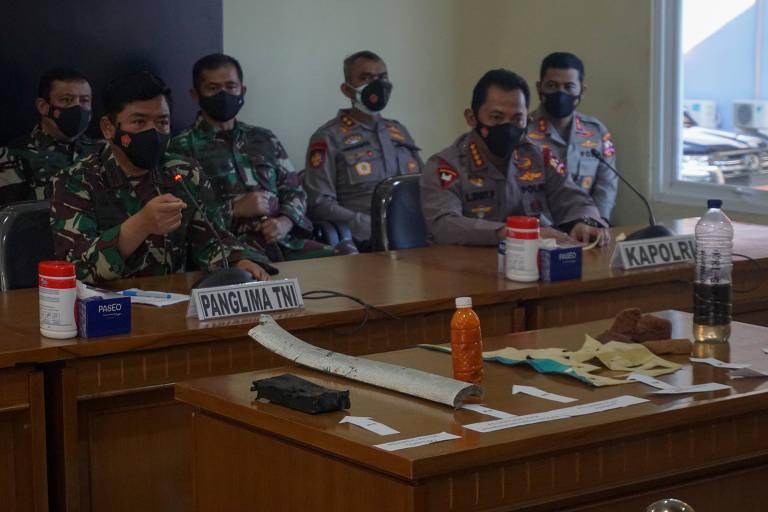 Militares confirmam naufrágio de submarino da Indonésia após descoberta de destroços