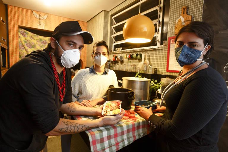 Trabalho de formiguinha leva paulistanos a alimentar centenas em situação precária
