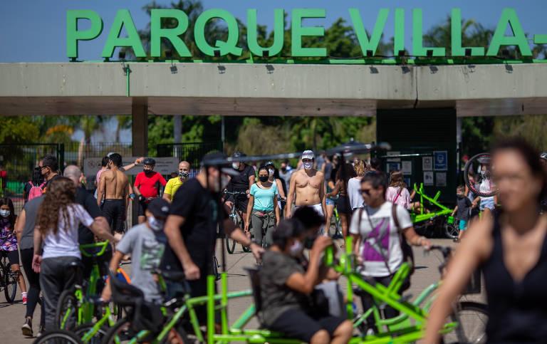 População volta a frequentar parques de SP após reabertura no fim de semana