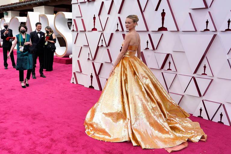 A atriz Carey Mulligan no tapete vermelho do Oscar 2021