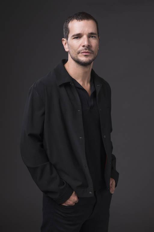 Daniel de Oliveira caracterizado como Miguel, na série 'Onde Está Meu Coração'