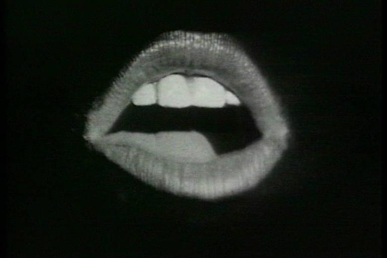 boca sozinha no escuro