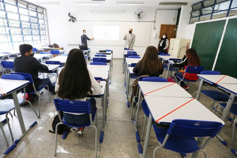 O secretário estadual da Educação de SP, Rossieli Soares, que recomenda a retomada de aulas presenciais, em escola estadual