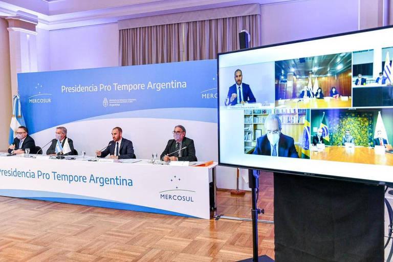 Guedes tem atrito com par argentino em reunião sobre redução de tarifas do Mercosul