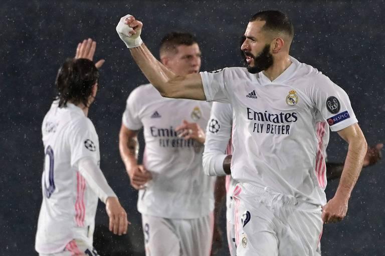 O atacante francês Karim Benzema comemora o seu gol sobre o Chelsea, no estádio Alfredo di Stefano