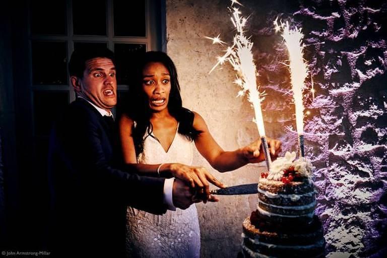 """""""Normalmente, os casamentos acontecem conforme o planejado - mas é muito divertido capturar os momentos em que as coisas saem um pouco fora do roteiro."""""""
