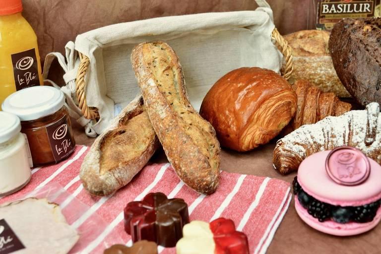Cesta de café da manhã da padaria Le Blé
