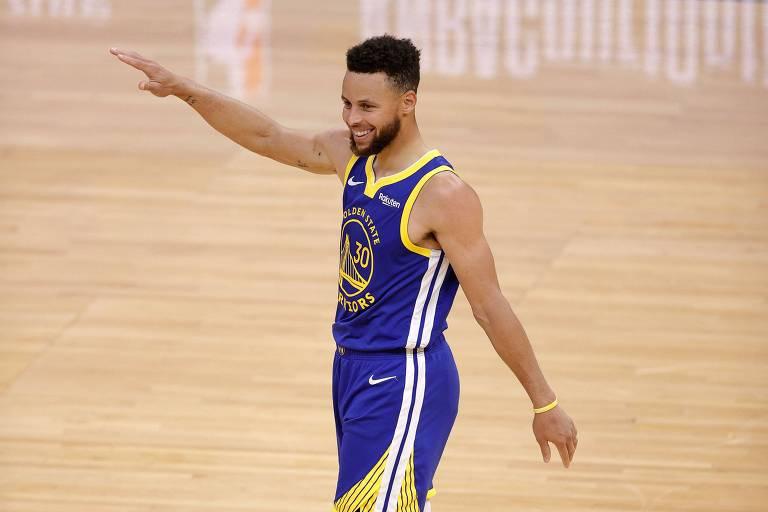Tri com 'supertime', Stephen Curry vive ano histórico brigando por décimo lugar
