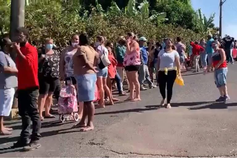 Bolsonaro usa distribuição de alimentos da Ceagesp para criticar lockdown em Araraquara