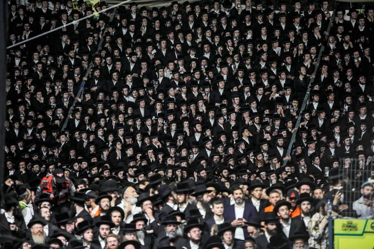 Judeus ultraortodoxos se reúnem no túmulo do rabino Shimon Bar Yochai, no Monte Meron, em Israel