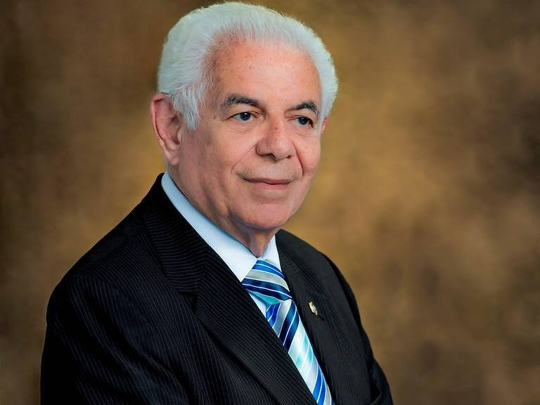 Jouberto Uchoa - fundador do Grupo Tiradentes