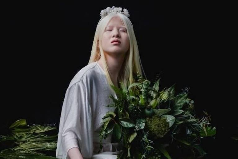 O albinismo de Xueli Abbing, hoje com 16 anos, a levou ao abandono quando era um bebê