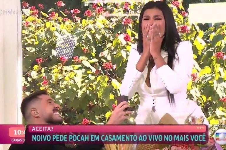 Pocah é pedida em casamento pelo noivo, Ronan, no Mais Você