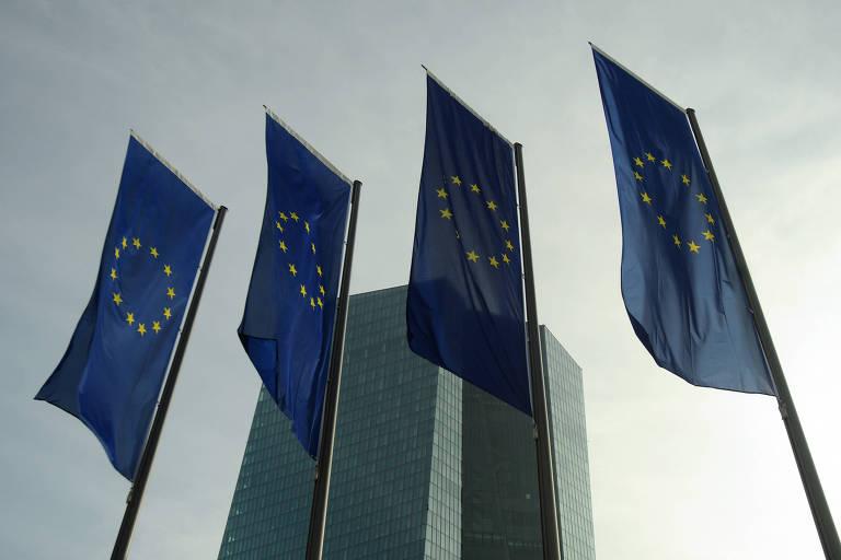 União Europeia suspende projeto de imposto digital sob pressão de Washington